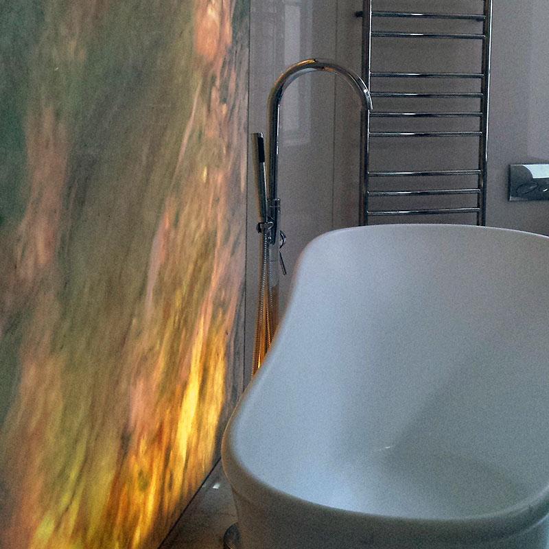 Curved glass bathroom splashback