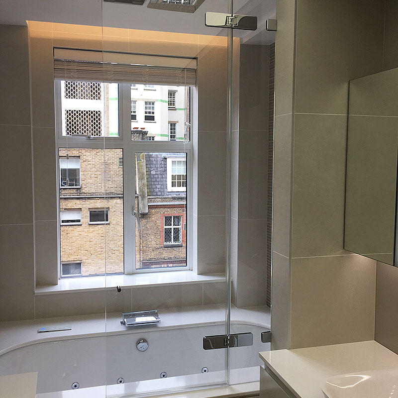 Frameless glass bath enclosure in London