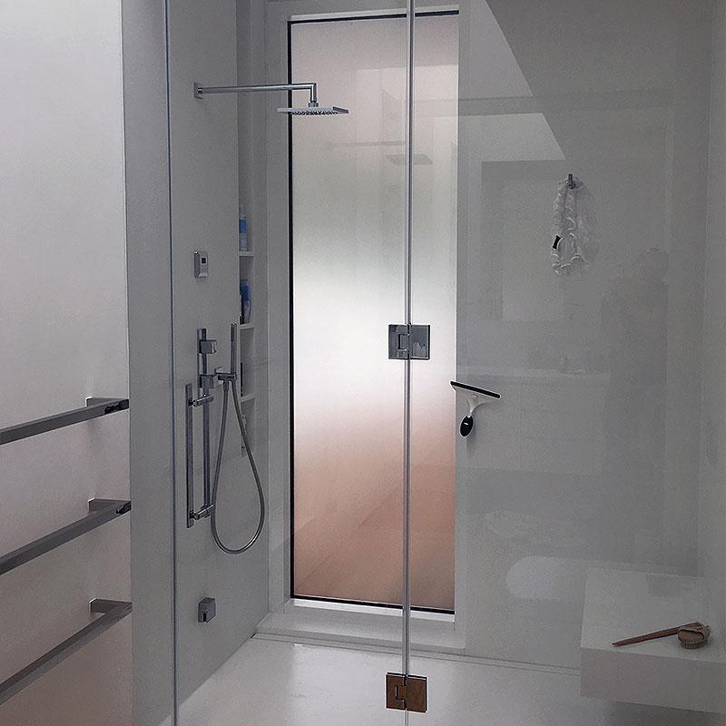 Frameless glass shower in Ladbroke Grove