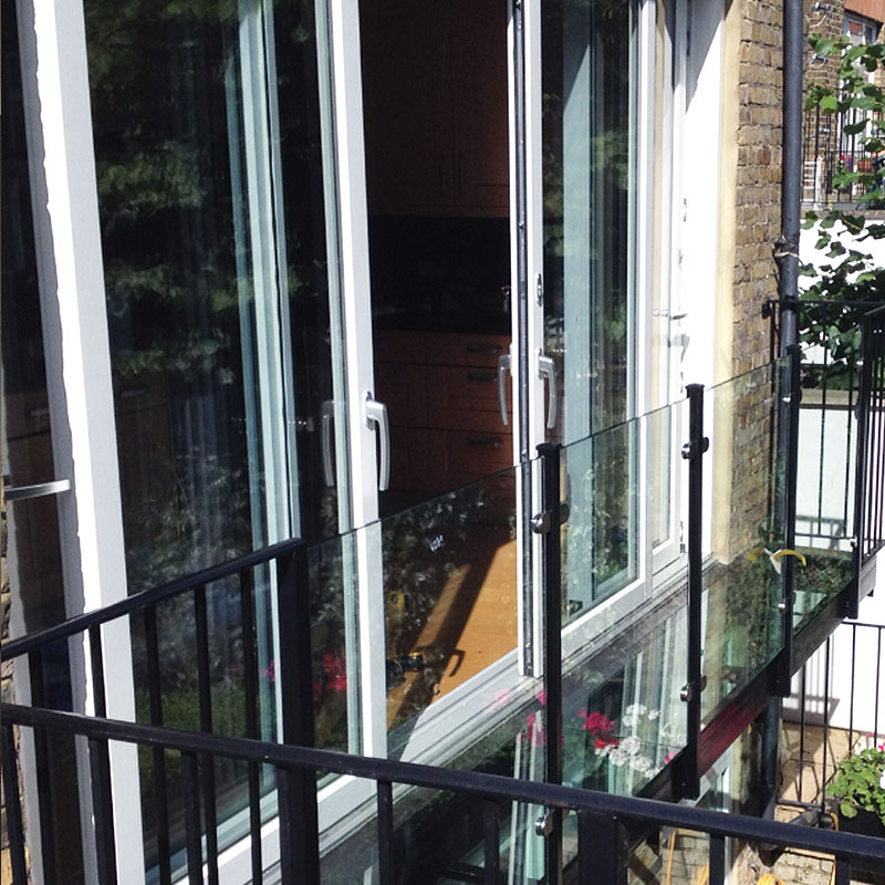 Glass balustrades on a balcony in a London garden