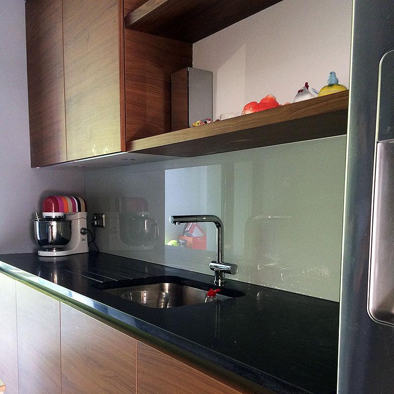 Clear glass kitchen splashbacks