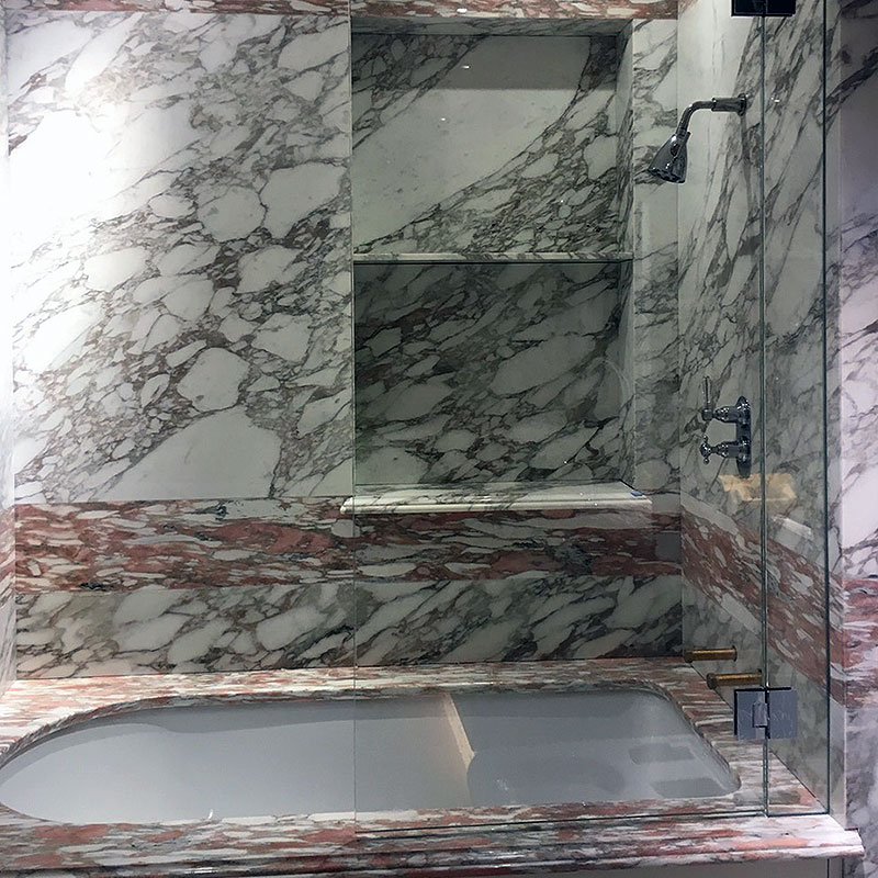 Frameless glass bath tub surround