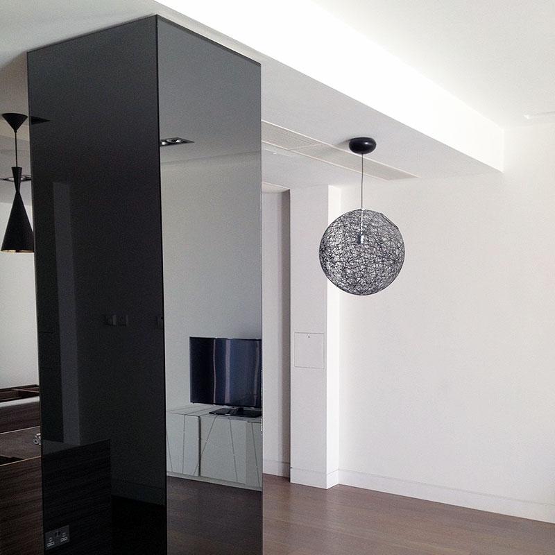 Mirrored column