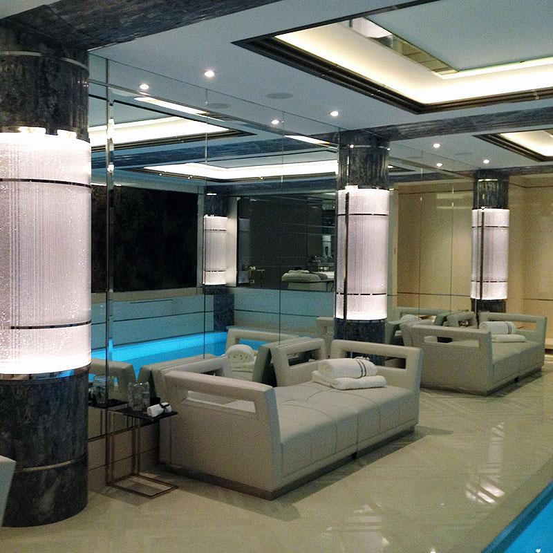 Bespoke nightclub mirrors in London