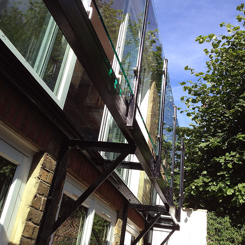 Exterior bespoke glass balustrades in a garden in London