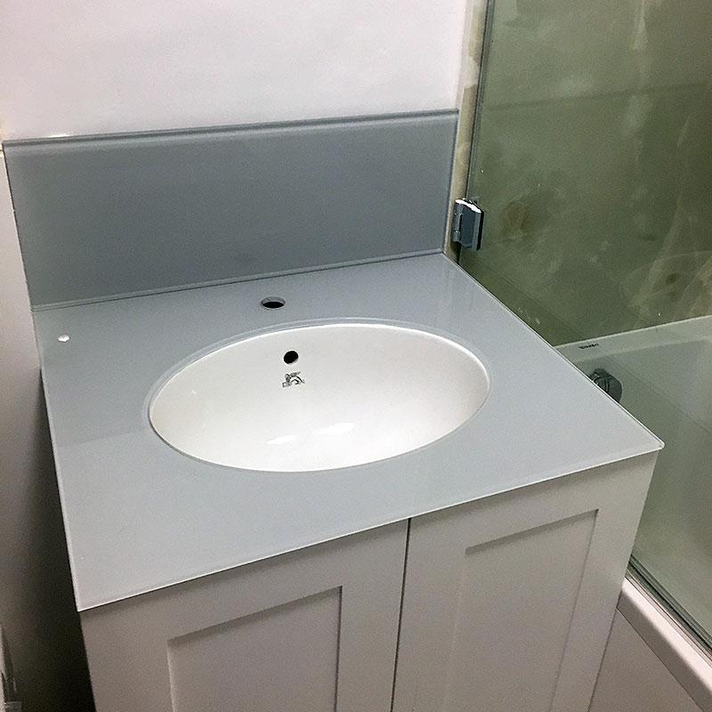 Glass sink splashback